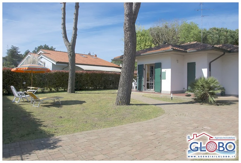 CLUB 49 - detached three-room villa with large private garden for rent in the Lidi Ferraresi