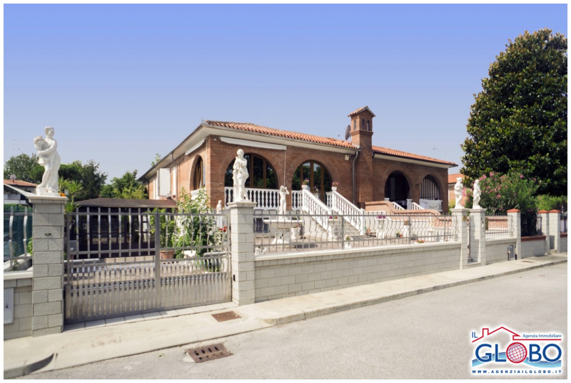 Residential villa open on two sides and equipped with every comfort for sale at Lido delle Nazioni