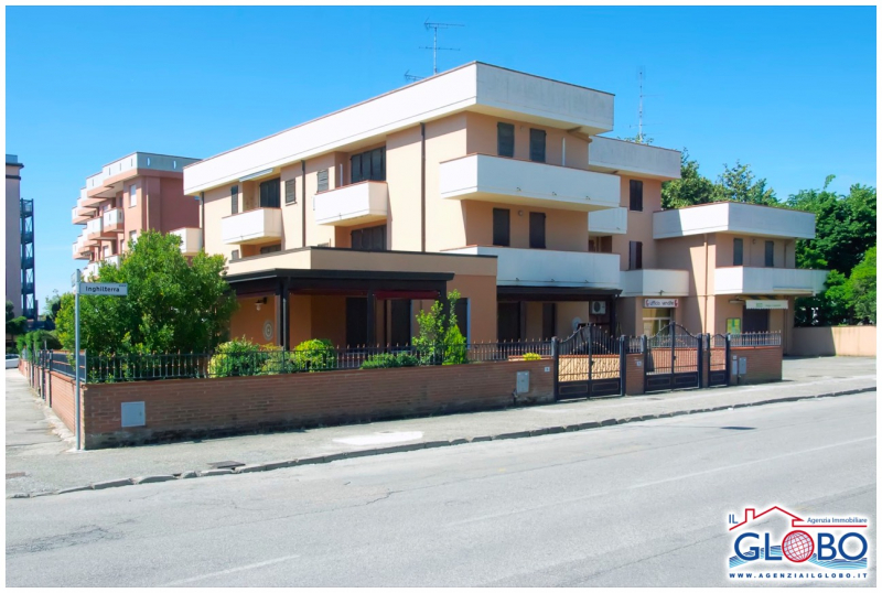 Three-roomed apartment on the second floor with double terrace for sale at the Lidi Ferraresi